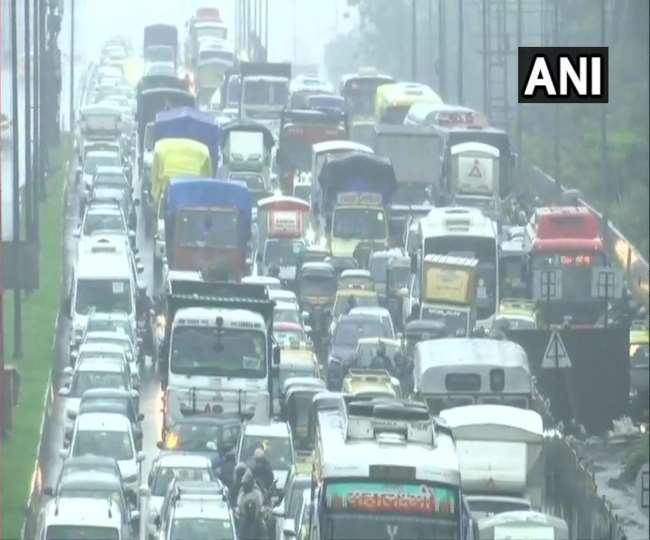 मानसून ने एक दिन पहले बुधवार को मुंबई में दस्तक दे दी।