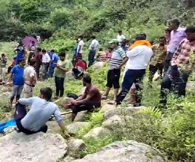 किशोरों को नदी के बहाव और गहराई का कोई अनुभव नहीं था।