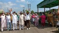 मासिक राहत में बढ़ोतरी के लिए कश्मीरी पंडितों ने किया प्रदर्शन