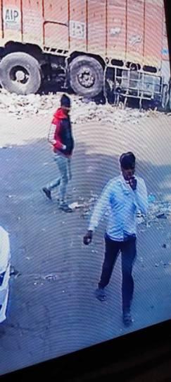 एक मिनट में 3.90 लाख रुपयों से भरा थैला चुराया