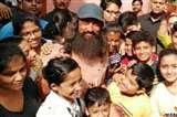 Laal Singh Chaddha: एक ही लुक में शहर-दर-शहर भटक रहे हैं आमिर ख़ान, अब कोलकाता में हावड़ा ब्रिज पर लगाई दौड़