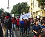 JNU Fee Hike: भीकाजी कामा प्लेस के पास प्रदर्शन कर रहे छात्रों पर लाठीचार्ज