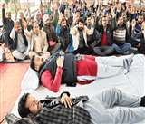 Jammu Kashmir: भूख हड़ताल पर बैठे पंच-सरपंचों की हालत बिगड़ी, पर इरादे नहीं डिगे