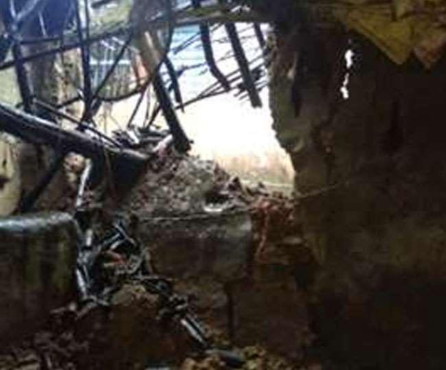 कब्जे के कारण 70 वर्ष पुरानी इमारत की नहीं हो पा रही थी मरम्मत