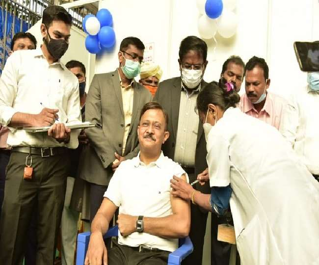 कोरोना से जंग जीतता भारत, बेंगलुरु में दूसरे चरण का वैक्सीनेशन शुरू