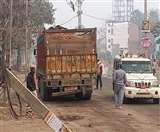 प्रतिबंध के बावजूद 12 चक्का वाले ट्रक पर हो रही बालू की ओवरलोड ढुलाई, बक्सर में एक ट्रक जब्त