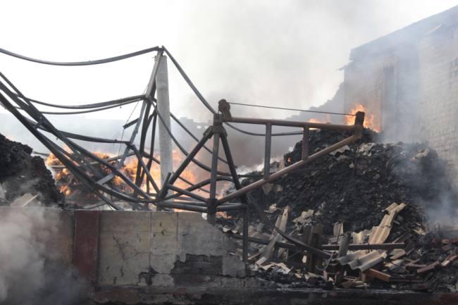 जिदल फैब्रिक यॉर्न में लगी आग, 12 घंटे बाद भी दमकलकर्मियों ने नहीं पाया काबू