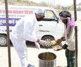 COVID 19 के खिलाफ लड़ाई में नारायण सेवा संस्थान भी आया आगे, बांटा जरूरतमंदों को भोजन