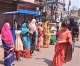 शारीरिक दूरी का पाठ पढ़ाने सड़क पर उतरीं झरिया विधायक, कहा- बैंकों में लम्बी कतारें देख मन विचलित हो रहा Dhanbad News