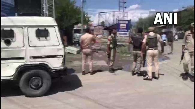 Srinagar Grenade Attack: A woman and a CRPF soldier injured in the Chanapora Grenade attack, search operation underway
