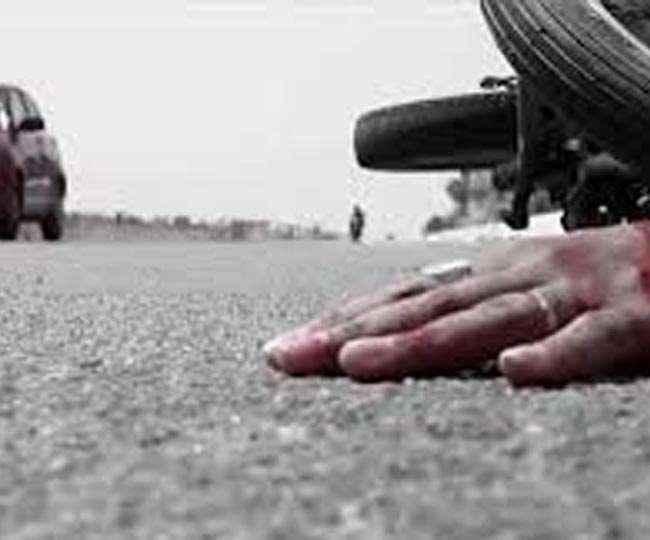 पिता के साथ दवाई लेकर लौट रहे बेटे की सड़क हादसे में मौत, इधर, दो युवकों को डंपर ने कुचला