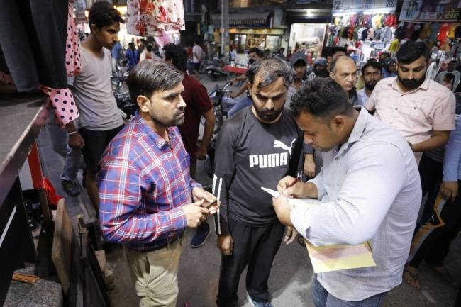दुकानदारों के चालान, कार-आटो रिक्शा पर नहीं कोई रोक