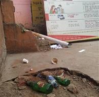 जिला अस्पताल बना जाम छलकाने का अड्डा