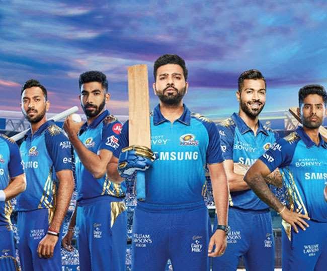 मुंबई इंडियंस की टीम के खिलाड़ी (फोटो साभार ट्विटर पेज)