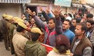 सचिवालय का घेराव करने जा रहे लेक्चरर्स की पुलिस से झड़प