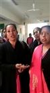 महिला रोग विशेषज्ञ के खिलाफ कपड़े, बालों पर टिप्पणी करने का आरोप
