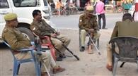 धरने पर बैठे पीड़ित परिवार को पुलिस ने जबरन उठाया