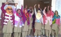 महिला सफाई कर्मियों को हटाया, विरोध में प्रदर्शन