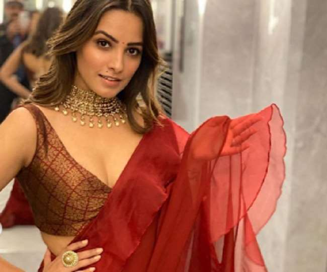 Anita Hassanandani Got Her Watchman To Take Her photoshoot and she decked  up in a beautiful red saree see here photos