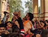 संस्कृत धर्म विज्ञान संस्थान से डा. फिरोज के इस्तीफे के बाद BHU में आंदोलनरत छात्रों ने मनाया जश्न