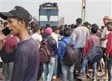 भाकपा नेता के अपहरण के विरोध में आंदोलन, सड़कों पर उतरे लोग, ट्रेन को भी रोका Lakhisarai News