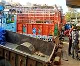 जमाखोरों का नया पैंतरा, रिटेलरों को प्याज से भरे ट्रक ही सप्लाई कर रहे बड़े कारोबारी