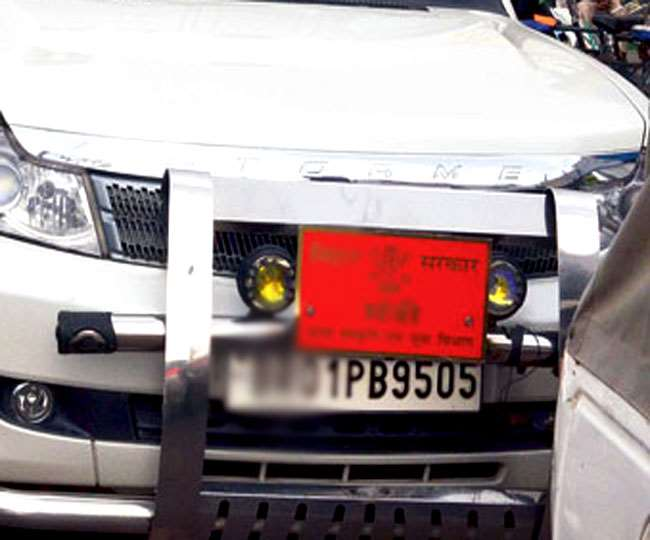 Hemant Soren, Jharkhand News: प्राइवेट गाड़ियों पर बोर्ड अथवा नेम प्लेट लगाने को पूरी तरह गैर कानूनी करार दिया है।
