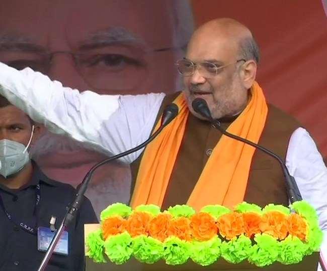 केंद्रीय गृह मंत्री अमित शाह ने रविवार को पश्चिम बंगाल के बशीरहाट दक्षिण में एक चुनावी जनसभा को संबोधित किया।