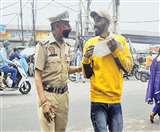 दिल्ली सिविल डिफेंस (डीसीडी) वालंटियर्स की मनमानी से लोग परेशान हैं।
