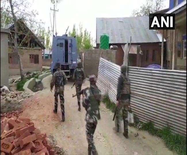 अनंतनाग जिले के बिजबेहाड़ा क्षेत्र के सेमथान गांव में भी शनिवार जारी मुठभेड़ में सुरक्षाबलों ने 2आतंकियों को मार गिराया।