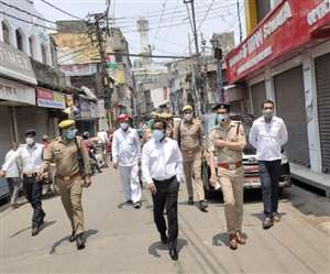 newimg/11052021/11_05_2021-ssp_goes_out_to_inspect_lockdown_in_bareilly_21633751_s.jpg