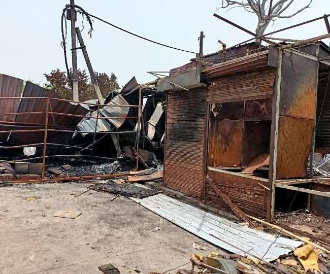 Delhi Fire News: शास्त्री पार्क फर्नीचर मार्केट में आग लगने से 500 से ज्यादा दुकानें जलकर राख