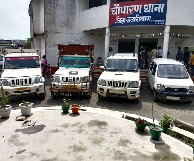 Jharkhand News चौपारण थाना में जब्त किए गए चोरी के वाहन। जागरण।