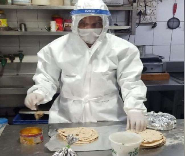 रसोइये सिर पर हैट, हाथों में ग्लब्स और गले से लटकाकर एप्रिन पहनकर ही भोजन को पकाएंगे।