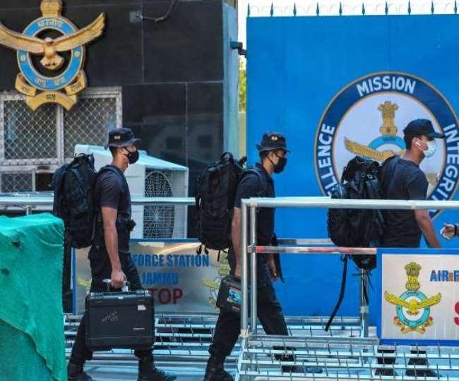 जम्मू में वायुसेना के स्टेशन पर ड्रोन के जरिए गिराए गए बमों में प्रेशर फ्यूज का इस्तेमाल किया गया था।