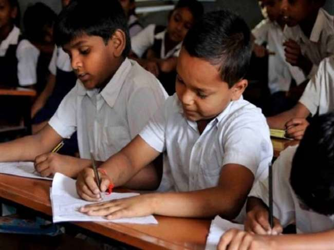 शिक्षा निदेशालय ने 15 जून, 2021 को जारी अपने आदेश में लगभग 2050 निजी स्कूलों की सूची जारी की।
