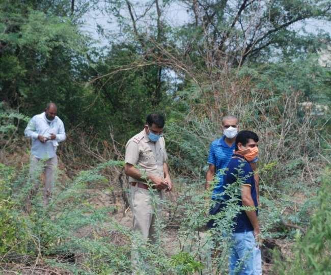 करनाल में तेंदुए को ढूंढने के लिए सर्च अभियान चलाती टीम।