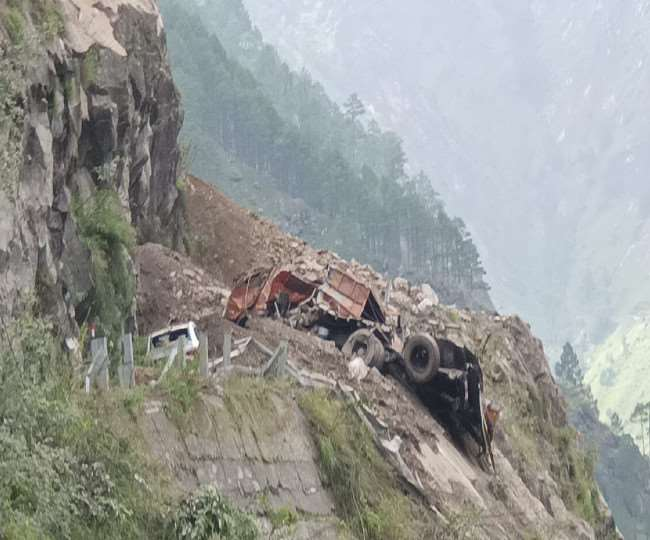 Himachal landslide tragedy 10 died and 13 injured rescued, sent to Bhabanagar, rescue work on full swing, many still stuck in HRTC bus and six vehicles