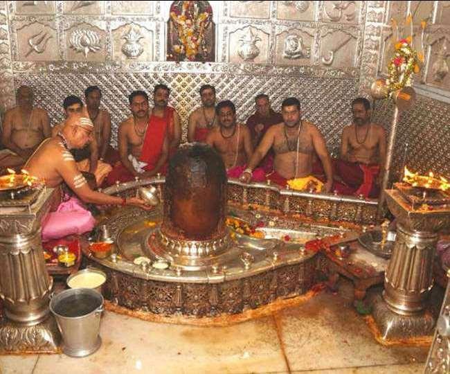 उज्जैन के महाकालेश्वर मंदिर में 18 महीने बाद अब ले सकेंगे भगवान शिव की भस्म आरती का आनंद