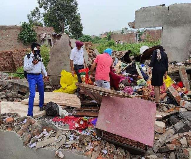 राजपुरा के संतनगर में शनिवार काे एक घर में हुए धमाके में चार बच्चे झुलस गए। (जागरण)