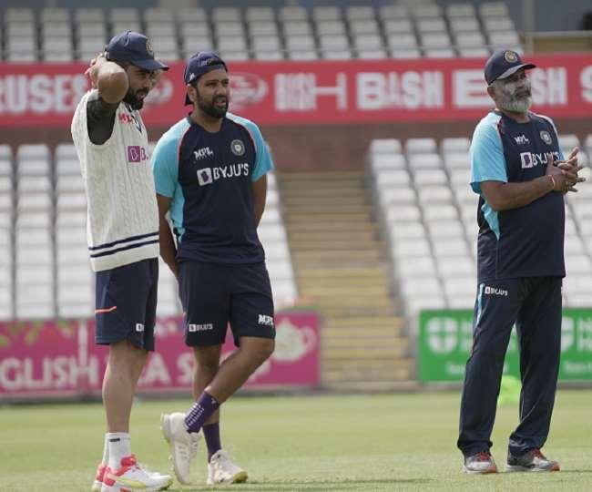 विराट कोहली और रोहित शर्मा गेंदबाजी कोच भरत अरुण के साथ (फोटो ट्विटर पेज)
