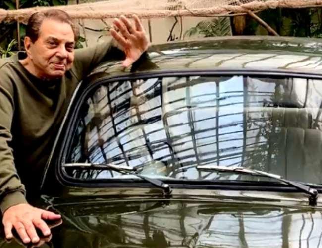 Dharmendra with his Fiat car. Photo- Video screenshot