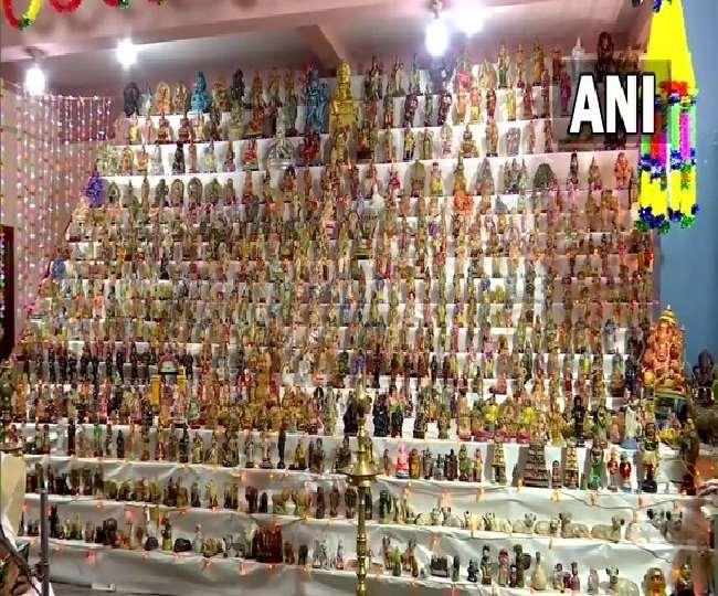 नवरात्र: बोम्मई कोलू के अवसर पर लगभग 2500 लघु मूर्तियों का किया गया इस्तेमाल
