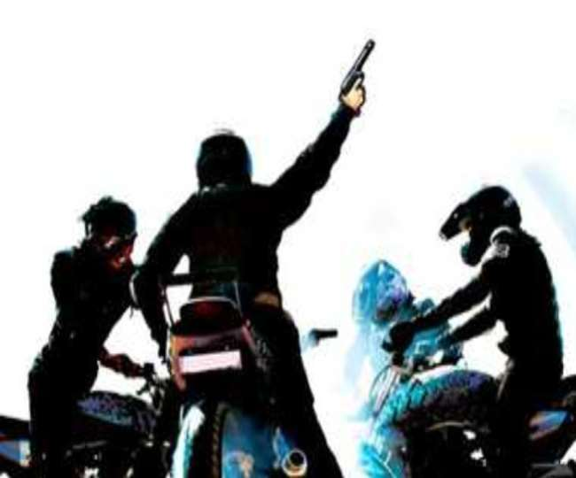 मेरठ में सोमवार को चार लाख रुपये के लूट की वारदात हो गई।