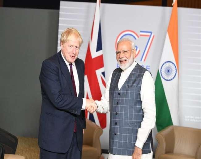पीएम नरेंद्र मोदी ने सोमवार को विभिन्न मुद्दों पर ब्रिटेन के पीएम बोरिस जानसन से बातचीत की।