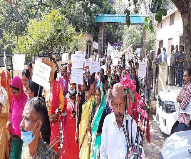 सभा में वक्ताओं ने राज्य सरकार द्वारा वन ग्रामों की अनदेखी किए जाने पर रोष जताया।