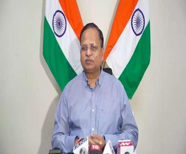 दिल्ली के बिजली मंत्री सत्येंद्र जैन पीसी करते हुए।