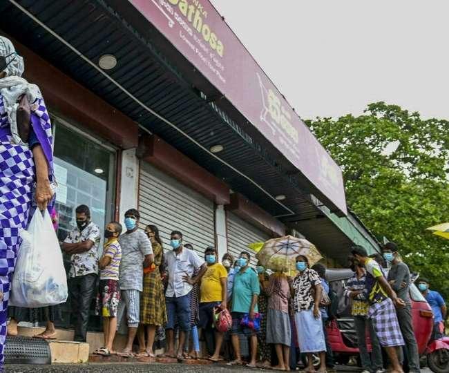 श्रीलंका में सोमवार को रसोई गैस की खुदरा कीमतों में करीब 90 फीसद का उछाल आया।