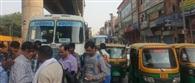कार से रोडवेज बस टच हुई तो चालक पर किया हमला, बस के शीशे भी तोड़े