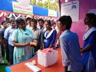 छात्राओं ने दिया मतदाता जागरूकता का संदेश